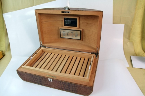 Wood cigar box